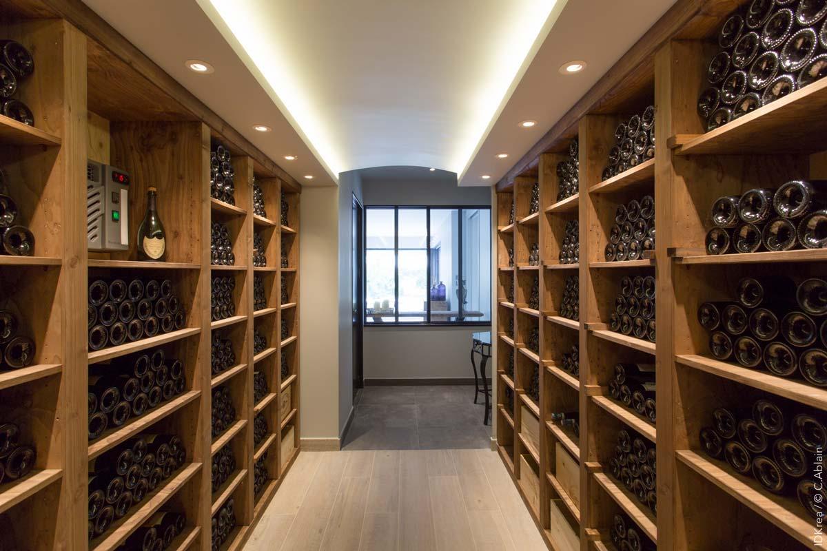 Une Cave A Vin aménager une cave à vin sur mesure : espaces, éclairage et