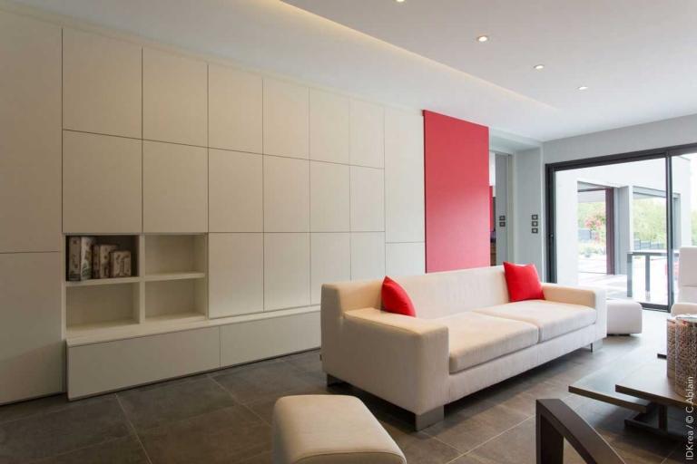 Aménagement salon contemporain - bibliothèque sur mesure - décoration d'intérieur unique et personnalisée – IDKrea, Rennes