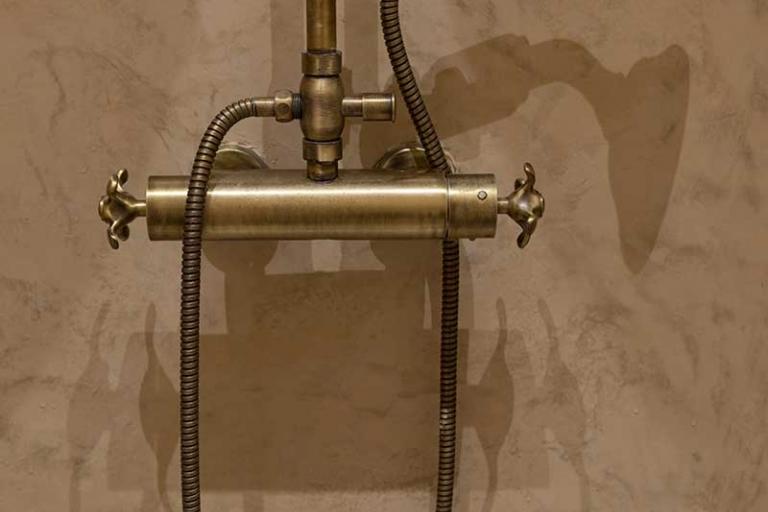Douchette en bronze_Salle de bain haut de gamme_IDKREA, Rennes